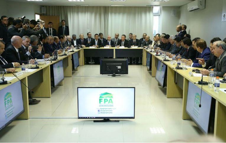 A um dia da votação de denúncia, Temer aceita refinanciar dívida do agronegócio com INSS