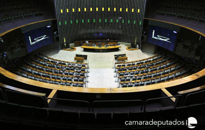 Alerta de golpe na Câmara: Deputados querem mudar regimento para passar a boiada