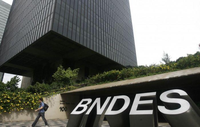 Antecipação de pagamentos pelo BNDES prejudica retomada do desenvolvimento