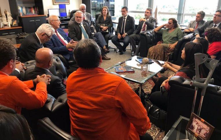 Após intermediação de parlamentares, Ivis Gandra aceita negociar pleitos da greve