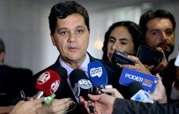 Após quatro dias, relator desiste de suspender reforma trabalhista