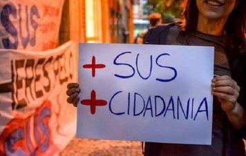 Associação de saúde coletiva faz defesa do SUS, da democracia e contra a 'barbárie'