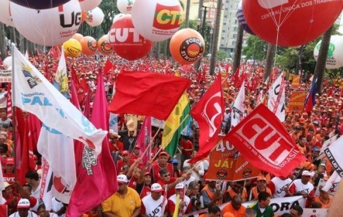 Ato contra reforma une trabalhadores e estudantes, nesta sexta (12), em Brasília