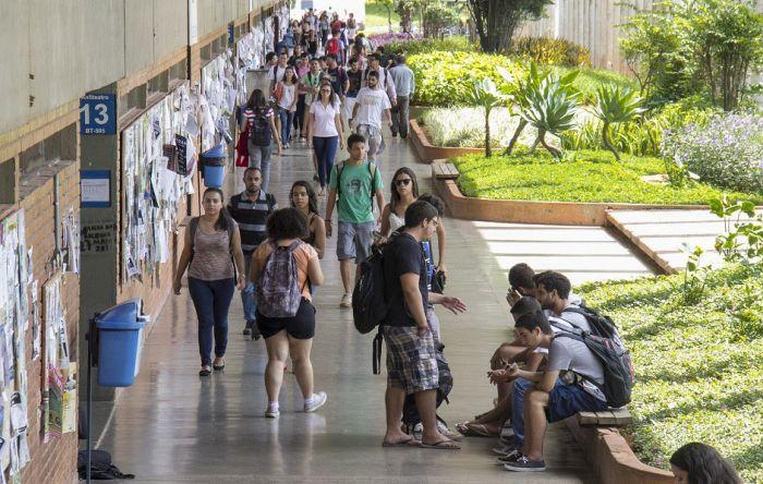 Austeridade fiscal e crise econômica pós-golpe afastam pobres das universidades