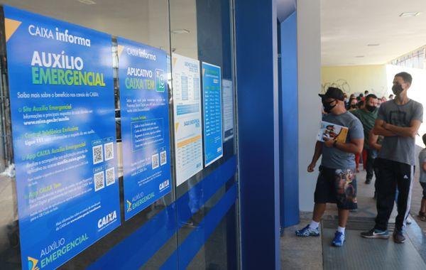 Bancários da Caixa explicam como contestar auxílio de R$ 300 negado pelo governo