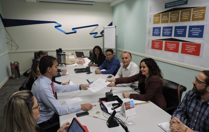 Bancários do Bradesco entregam minuta específica ao banco