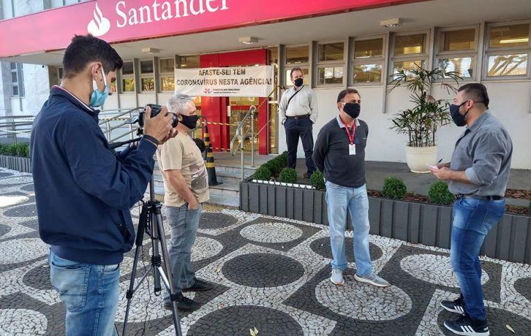 Bancários do Santander de Umuarama paralisam em protesto contra o assédio moral e a negligência do banco