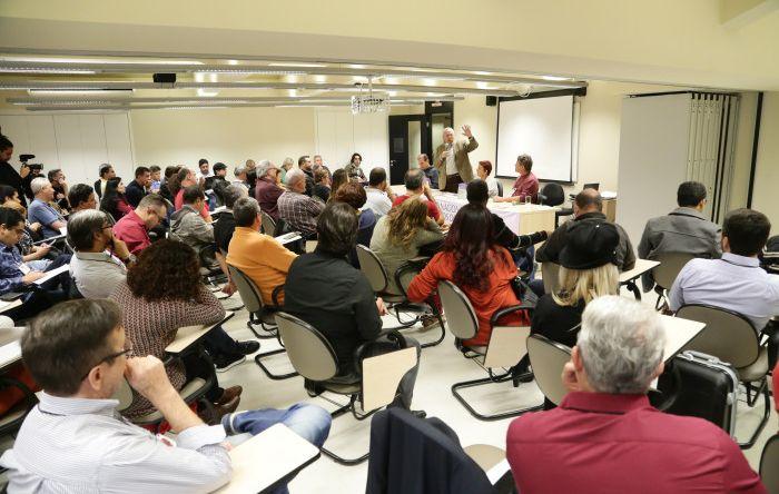 Bancários do Santander discutem problemas do sistema financeiro