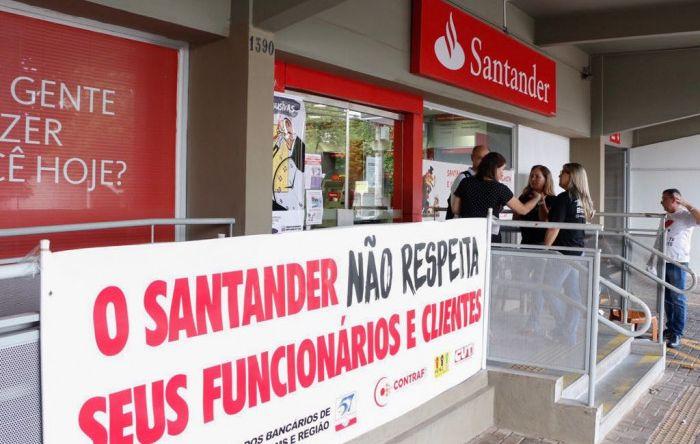 Bancários paralisam atividades para protestar contra desrespeito do Santander