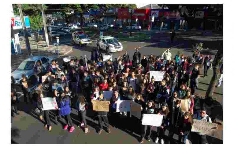 Bancários participam do Dia Nacional de Greve Pela Educação