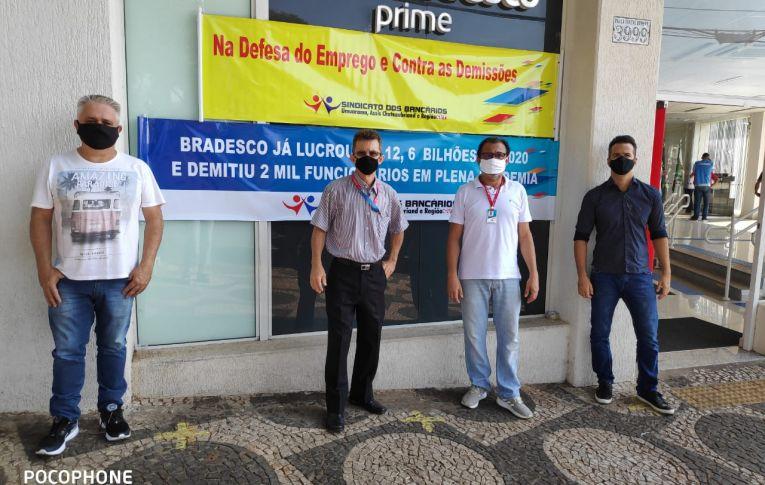 Bancários realizam manifestações contra demissões no Bradesco