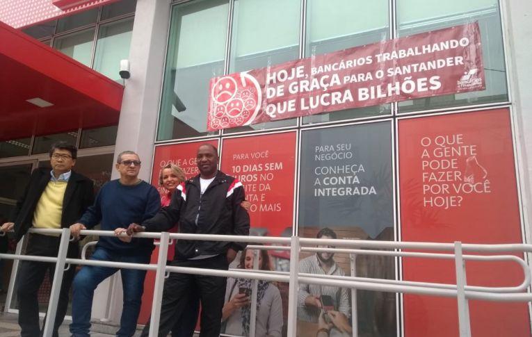 Bancários resistem e mantêm fechadas agências do Santander