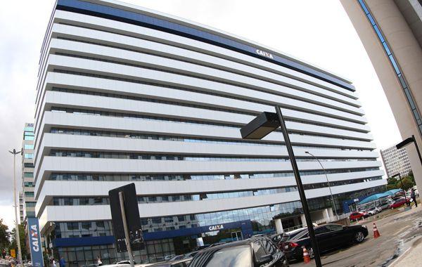 Bancos fecharam 1.444 agências em um ano. Na Caixa, quase 4 mil foram demitidos no período