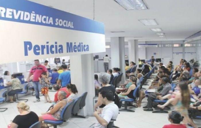 Bolsonaro quer acabar com o direito do trabalhador de receber auxílios do INSS