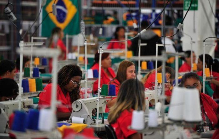 Bolsonaro quer mulheres trabalhando ainda mais para se aposentar ganhando menos