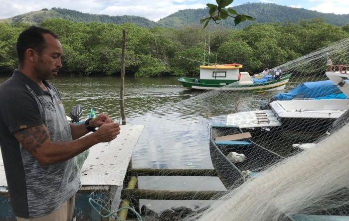 Bolsonaro quer tirar mais direito de trabalhador, agora dos pescadores artesanais