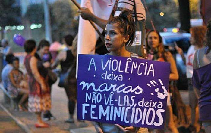 Bolsonaro zera repasses a programa e violência contra mulher vai aumentar