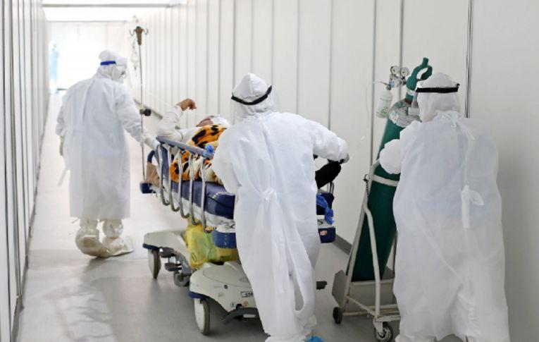 Brasil bate recorde de contágios da covid-19. Número de mortes repete pior momento da pandemia