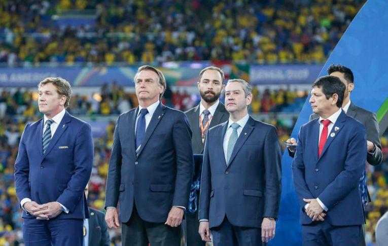 Brasil sediará Copa América, com 16,5 milhões de casos de covid, 462 mil mortos e próximo de colapso