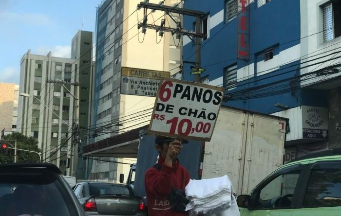 Brasil tem 11 milhões de pessoas sem registro e 23 milhões vivendo de 'bico'