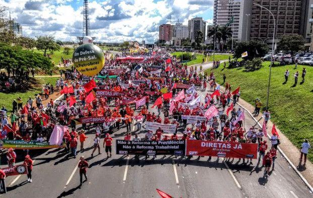Brasília foi tomada por trabalhadores nesta quarta (24)