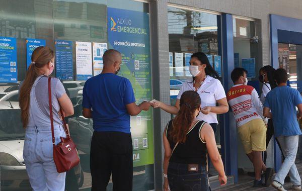 Caixa se mostra gigante na mais grave crise sanitária do país, mas número de empregados segue insuficiente