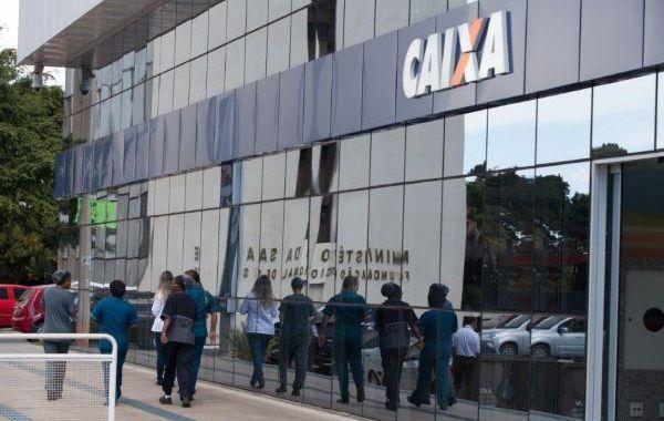 Caixa teve papel fundamental no aumento da bancarização do país, afirma presidente da Fenae