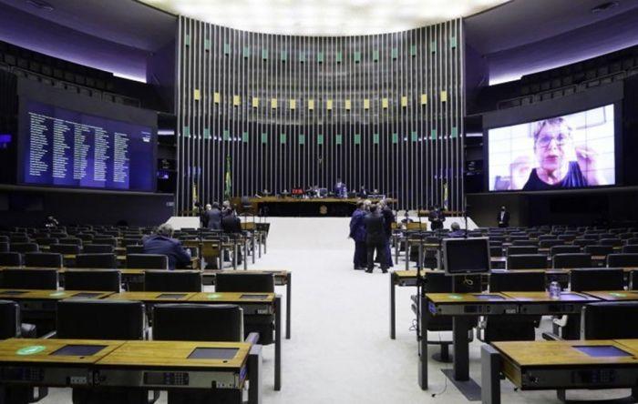 Câmara aprova PEC que tira direitos dos servidores, mas não define valor do auxilio