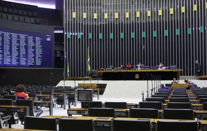 Câmara aprova PL que congela salários de servidores federais, estaduais e municipais