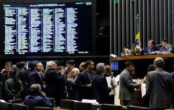 Câmara aprova projeto que tira parte do pré-sal da Petrobras
