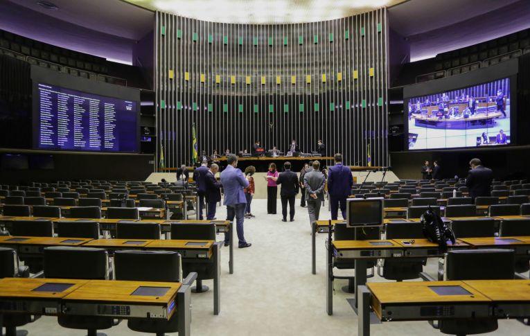 Câmara aprova renda emergencial de até R$ 1200,00 e derrota governo