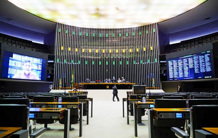 Câmara aprova texto-base de projeto que revoga Lei de Segurança Nacional