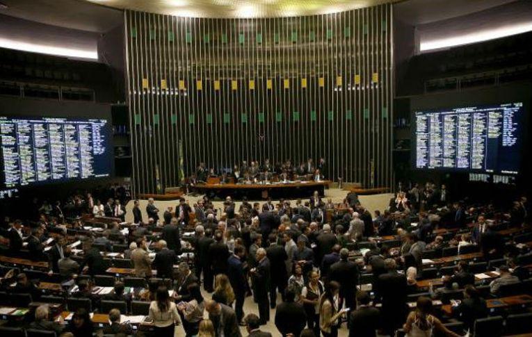 Câmara começa a debater e votar reformas trabalhista e da Previdência
