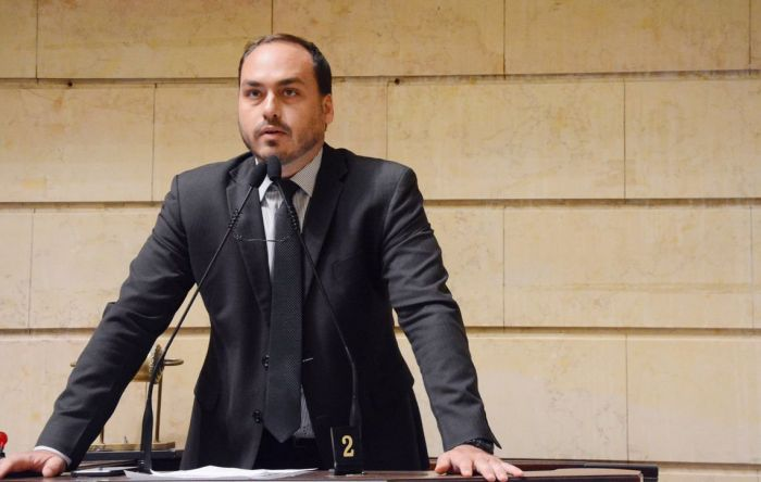 Carlos, filho de Bolsonaro, empregou funcionária fantasma
