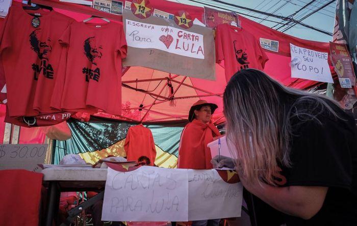 Cartas de solidariedade e esperança são escritas ao ex-presidente Lula