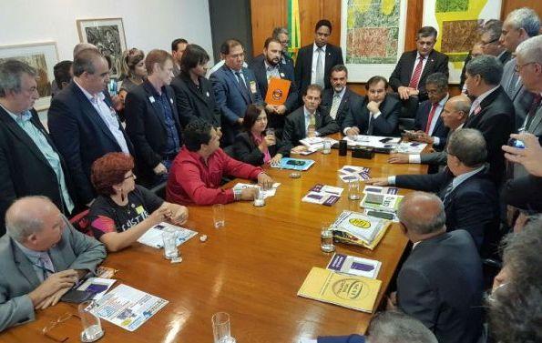 Centrais pedem prazo maior e garantia de debate sobre a Previdência