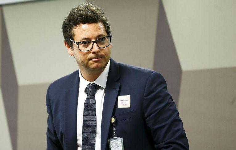 Chefe da Secom recebe dinheiro de TVs e agências contratadas pelo governo Bolsonaro
