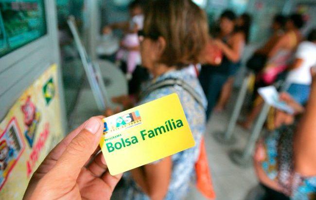 Com crise e cortes no Bolsa Família, 3 milhões entraram na extrema pobreza
