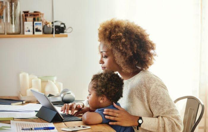 Com escolas fechadas, mães podem garantir na justiça a permanência do home office