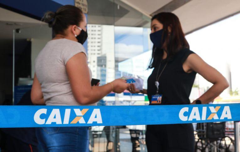 Com trabalhadores exaustos, Caixa segue abrindo as agências aos sábados