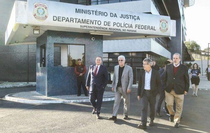 Comissão do Senado visita Lula e reafirma inocência do ex-presidente