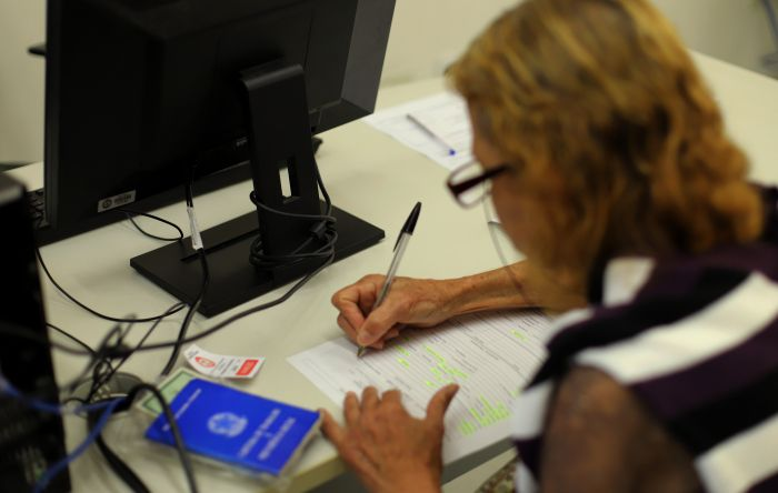 Confira como suspensão de contratos afeta seu FGTS, 13º, INSS e suas férias