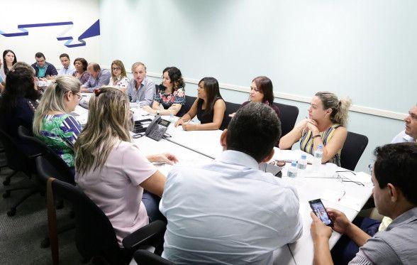 Contraf-CUT, assessorada pela COE Bradesco, debate conquistas e reivindicações com o banco