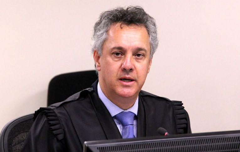 Dallagnol manteve diálogos 'impróprios' com relator da Lava Jato no TRF4