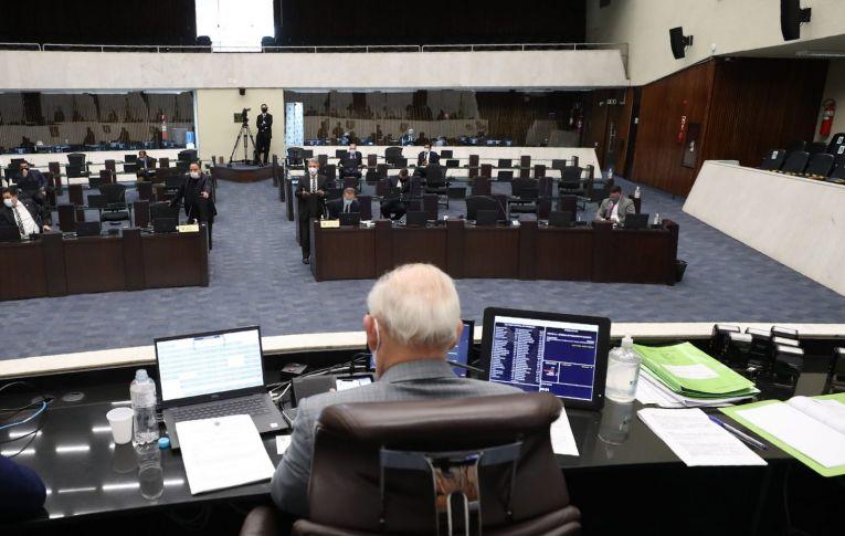 Deputados derrubam veto que pedia obrigatoriedade de portas giratórias em agências bancárias