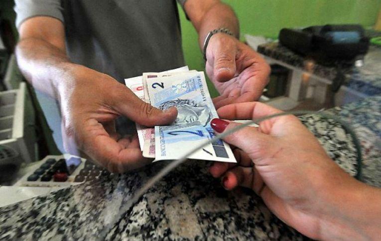 Dieese: salário mínimo de R$ 1.067 é menos de 25% do necessário para uma família