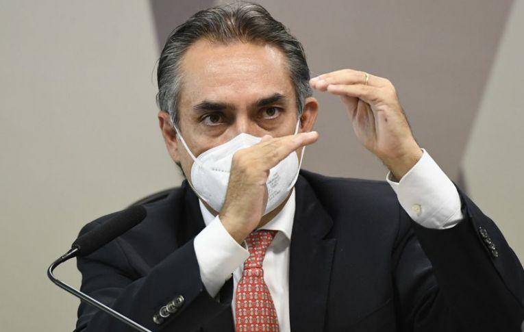 Diretor da Pfizer escancara atraso letal do Governo Bolsonaro na compra de vacinas