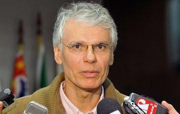 Economia brasileira está no fundo do poço e sem norte, diz Sicsú