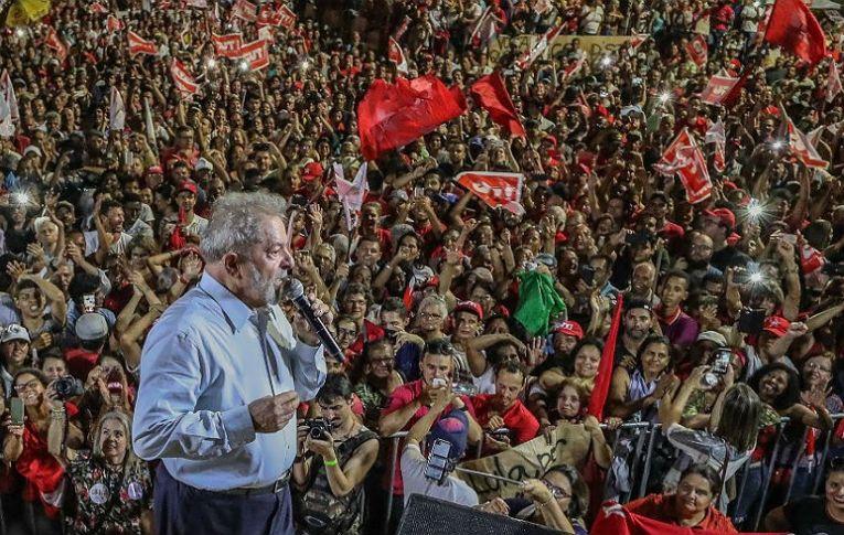 Em nova pesquisa Vox Populi, Lula segue líder da corrida presidencial