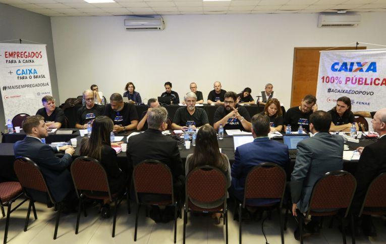 Empregados defendem contratações e Caixa 100% pública em mesa de negociação